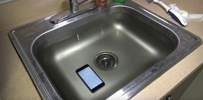 iPhone6s in water