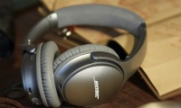 QuietComfort_35_wireless_headphones-2