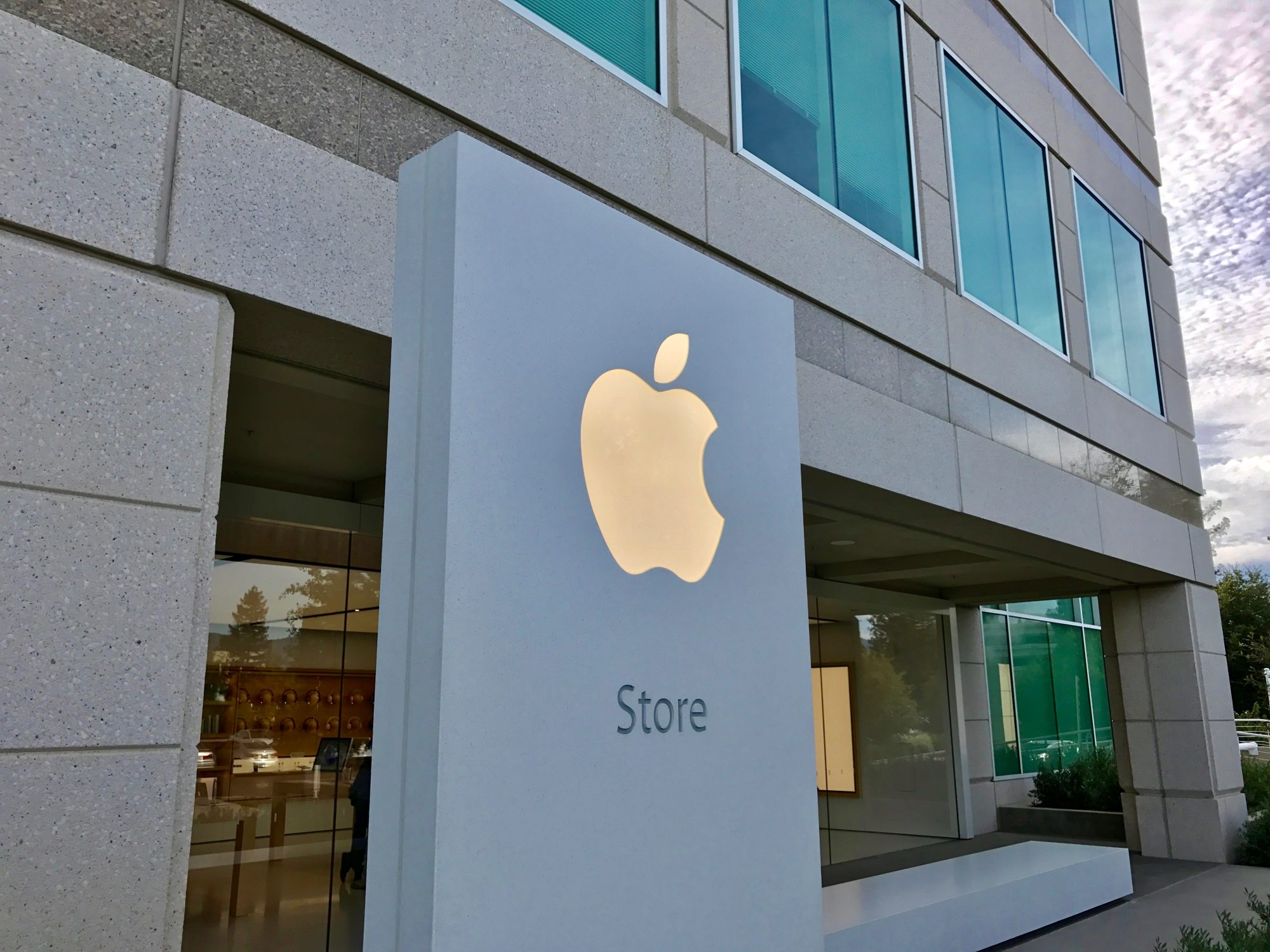 apple-store-cupertino-goods_1