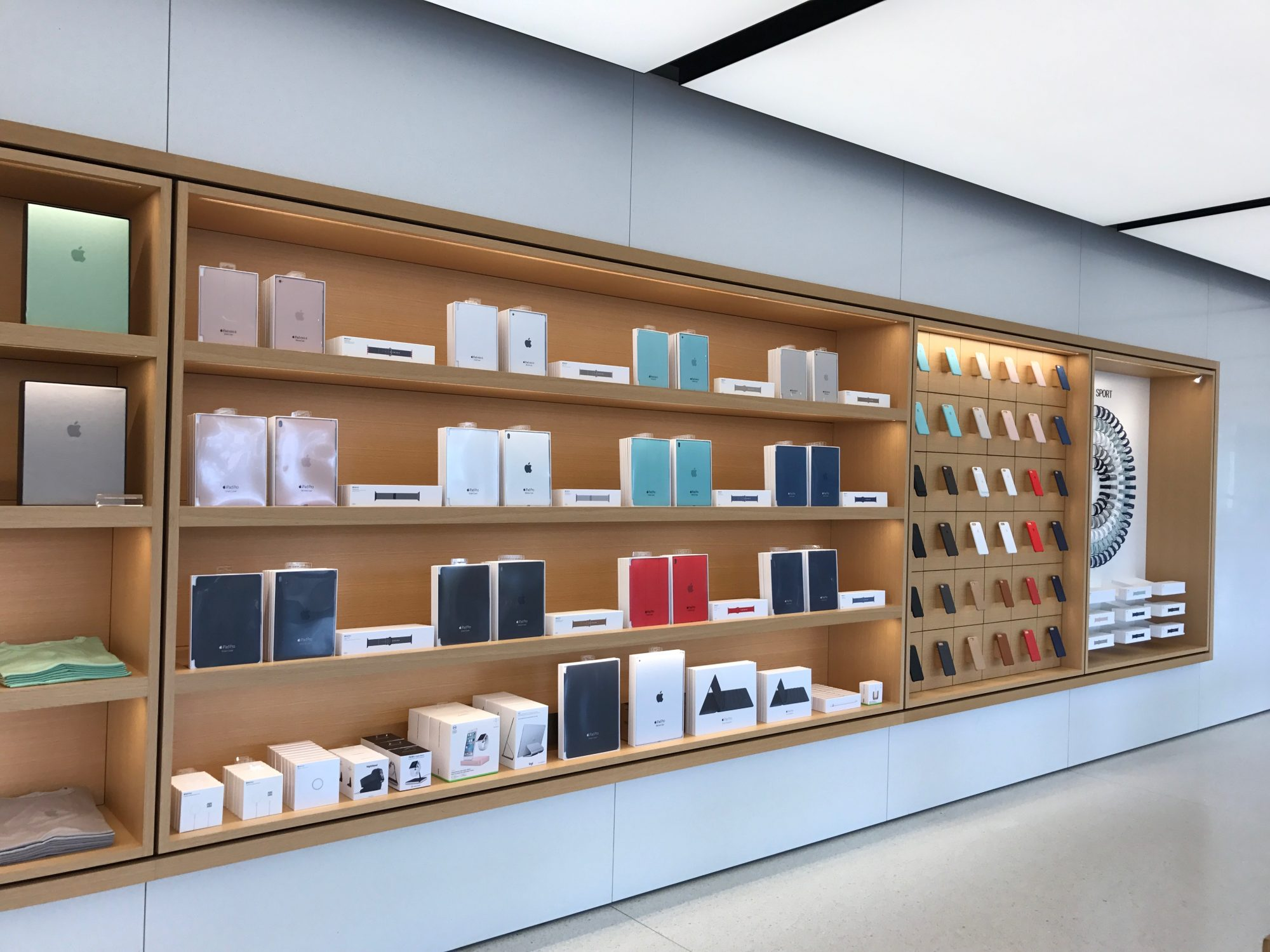 apple-store-cupertino-goods_2