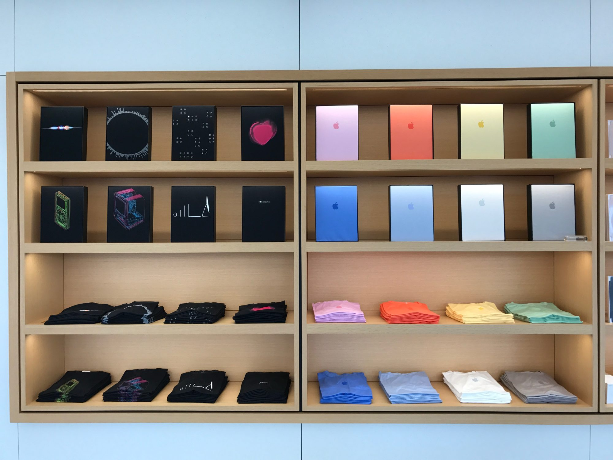 apple-store-cupertino-goods_3