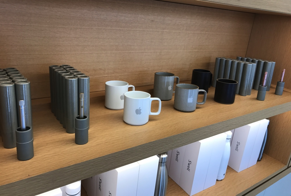apple-store-cupertino-goods_4